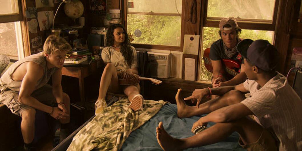 En bild från tv-serien Outer Banks på Netflix.