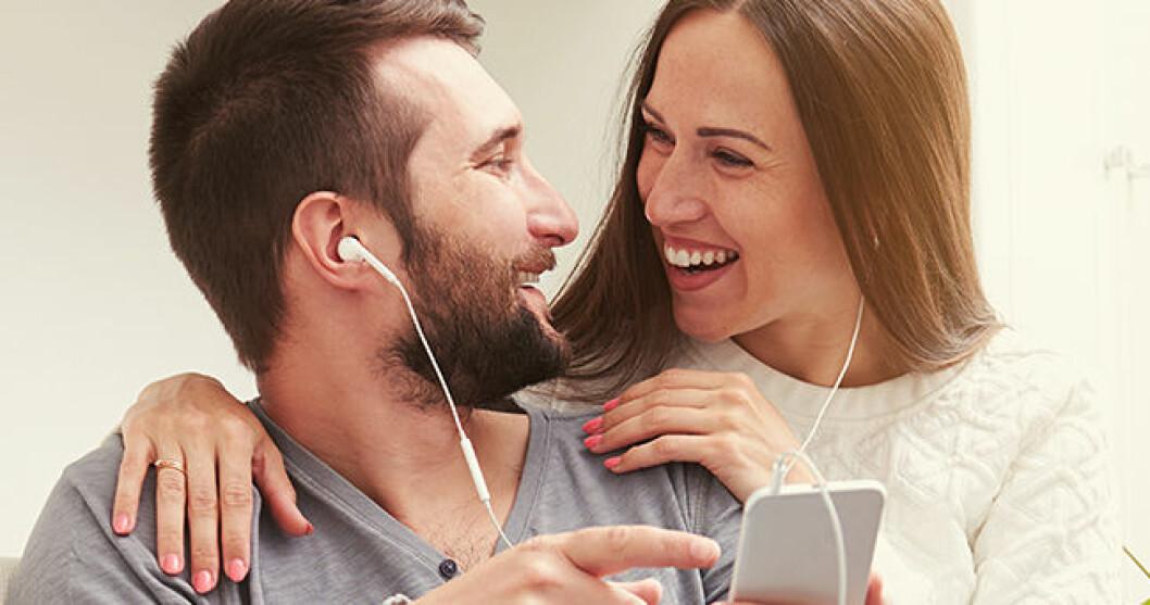 par-som-lyssnar-pa-musik