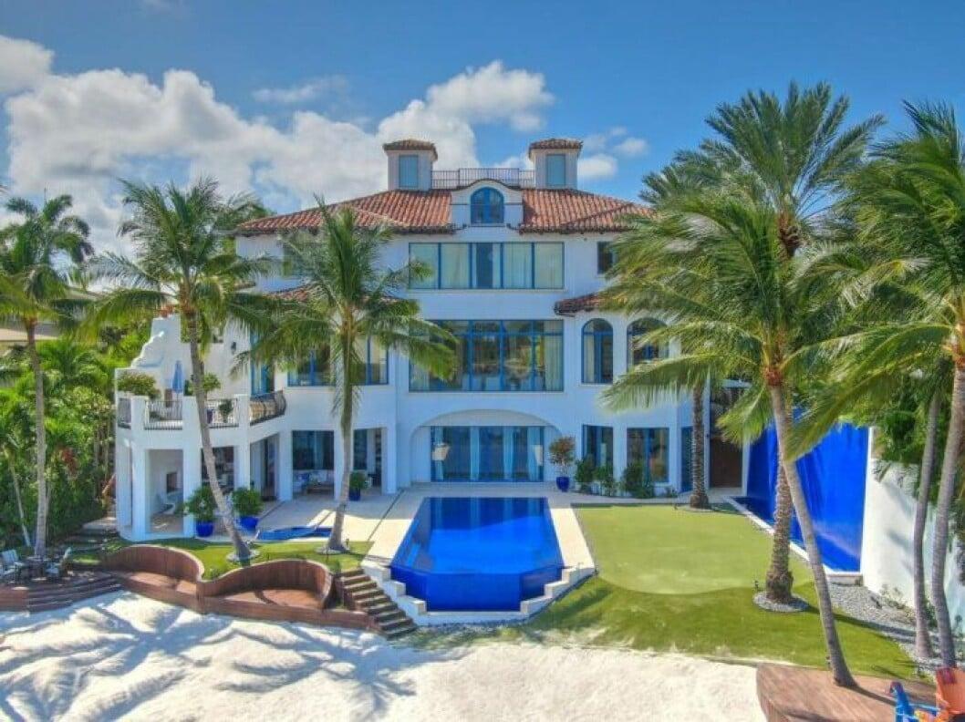 En bild på familjen Parneviks lyxvilla i Florida, som nu säljs.
