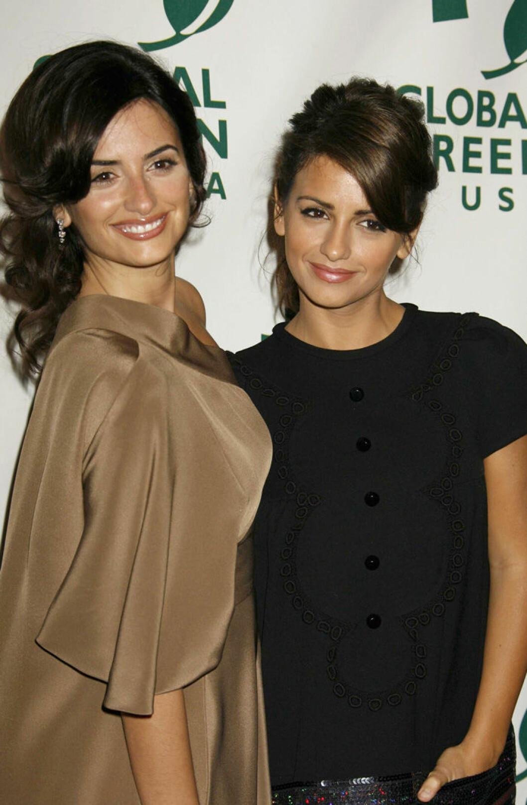 Penélope och Mónica Cruz på Oscarsgalans förfest i Los Angeles, 2007.