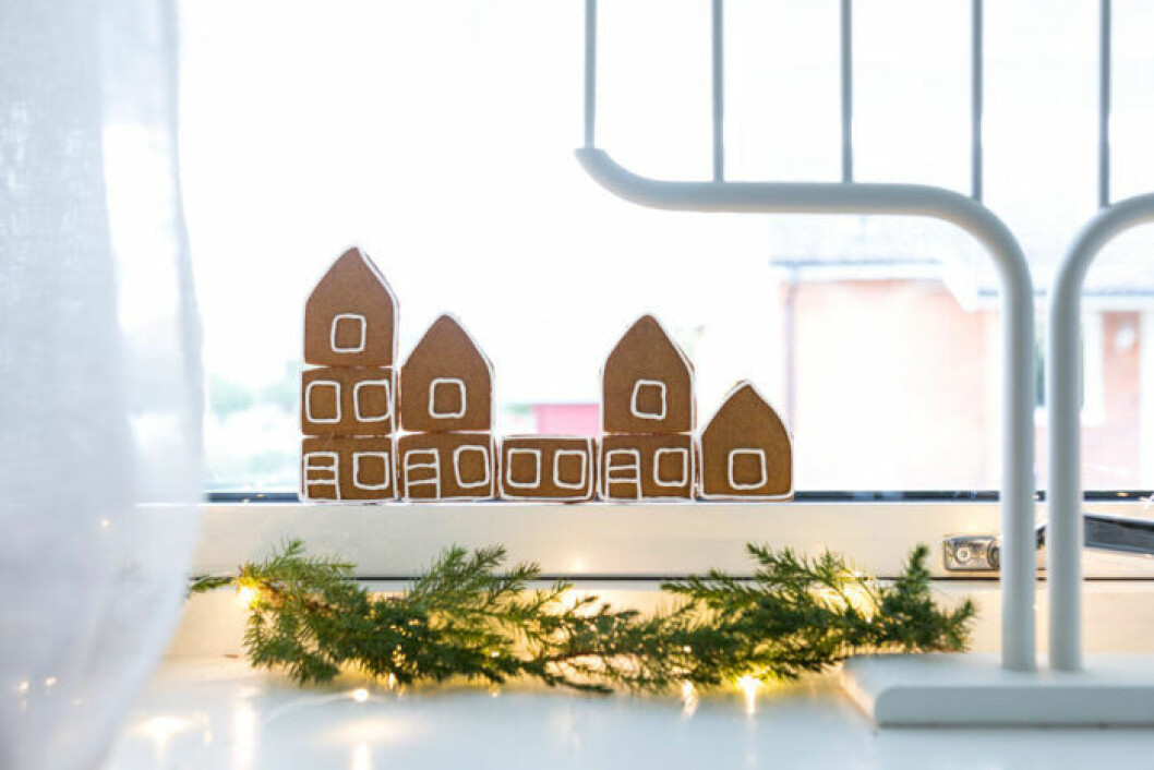 Minipepparkakshus från Gille att använda som en kuliss i fönstret