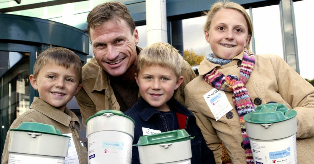 Petter Stordalen med barnen Jakob, Henrik och Emilie år 2003.