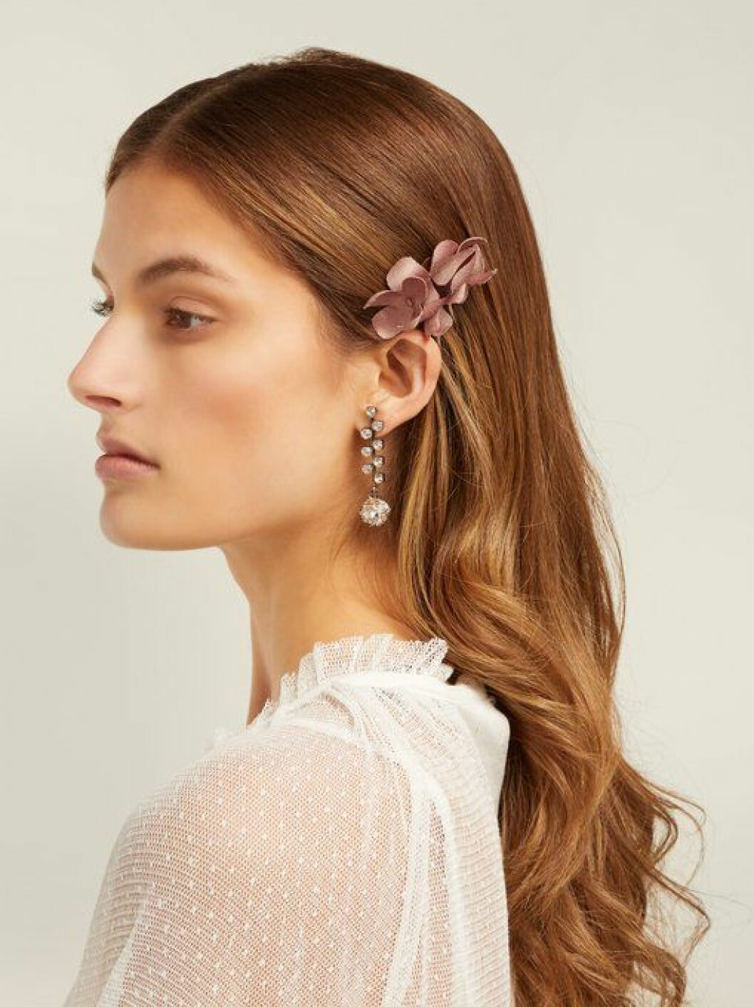 En bild på en hårnål från Philippa Craddocks nya kollektion på Matchesfashion.com.