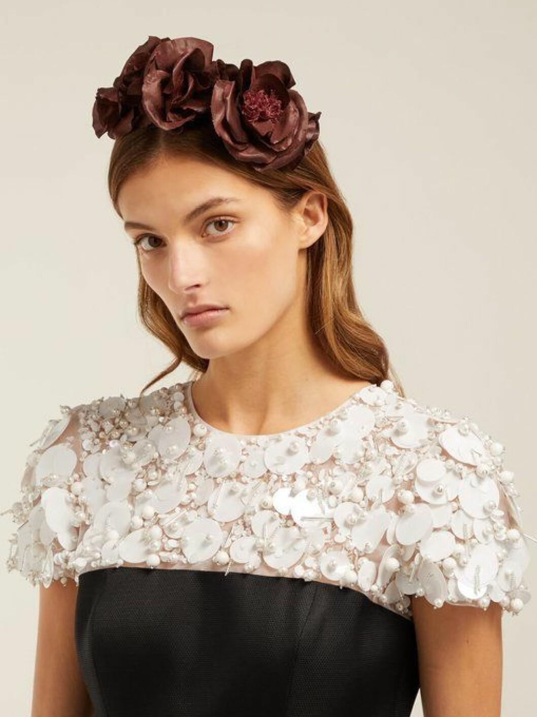 En bild på ett blomdiadem från Philippa Craddocks nya kollektion på Matchesfashion.com.