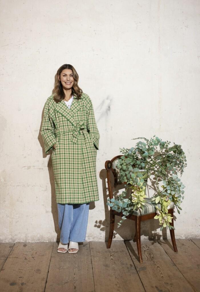 Snygg rutig kappa i grönt och beige från Coster Copenhagen