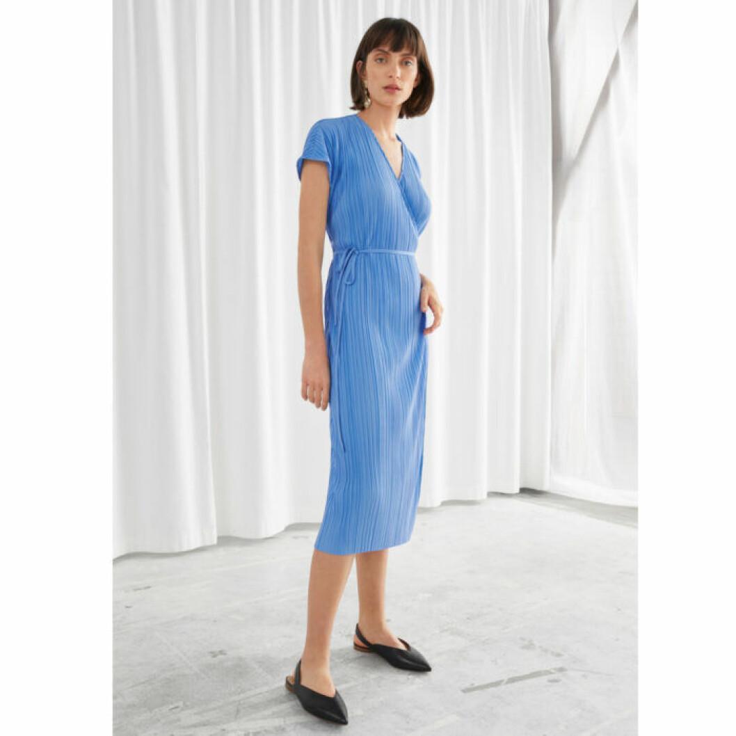 Plisserad blå klänning från & oTHER sTORIES