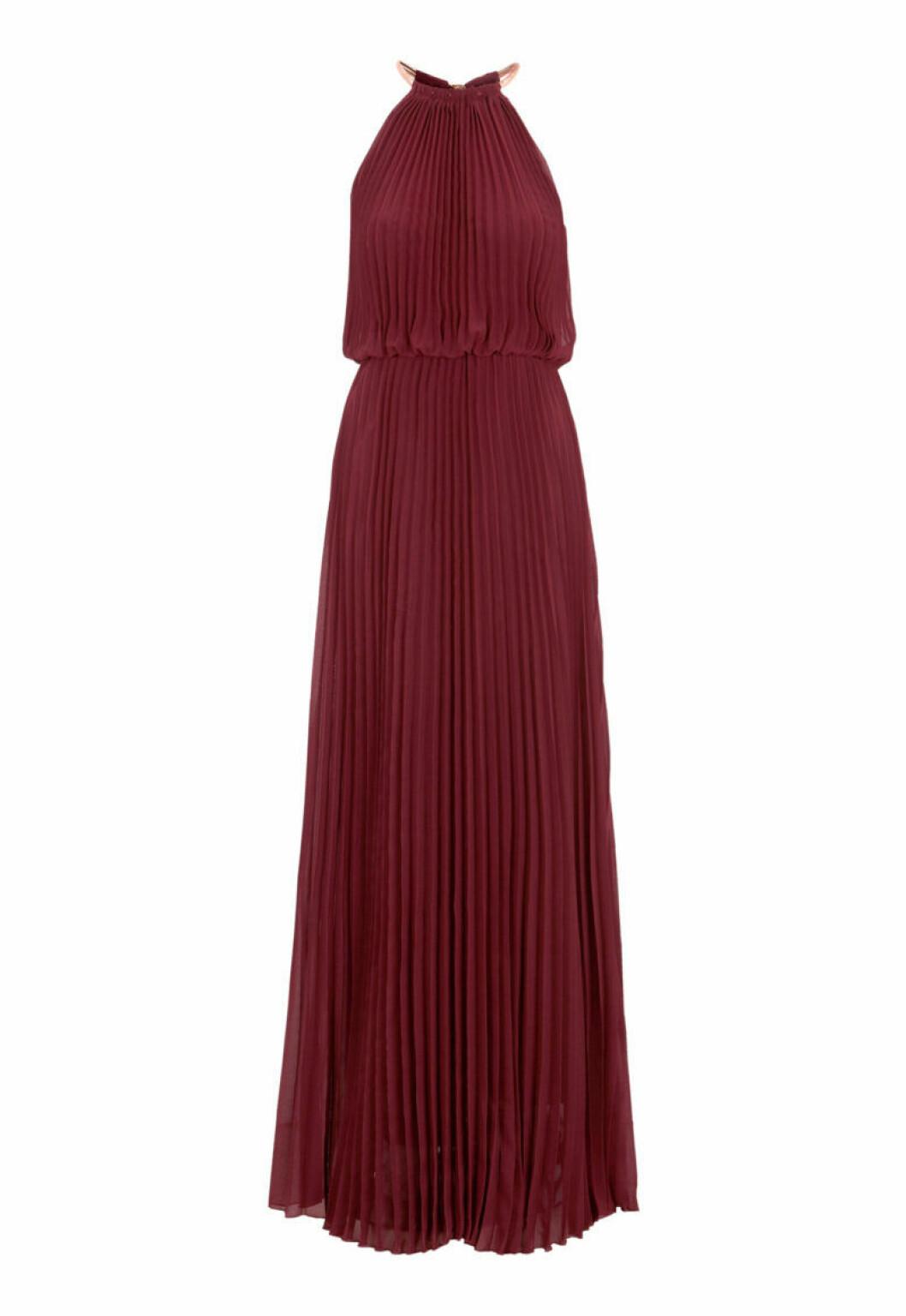 Vinröd klänning