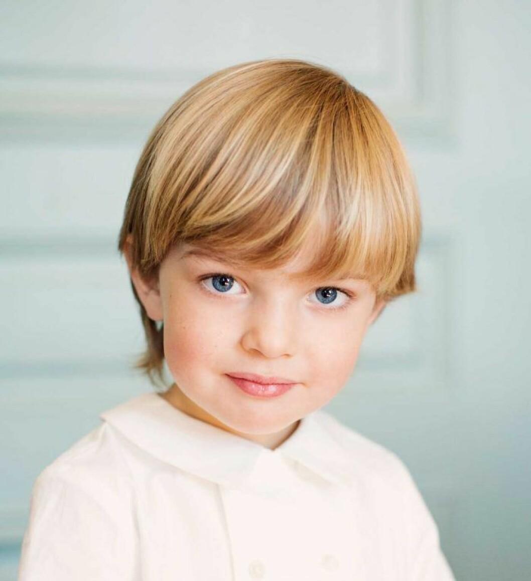 Prins Nicolas i vit blus, bilden togs till hans treårsdag.