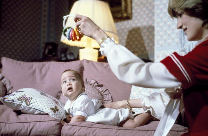 prinsessan diana med prins william 6 månader gammal