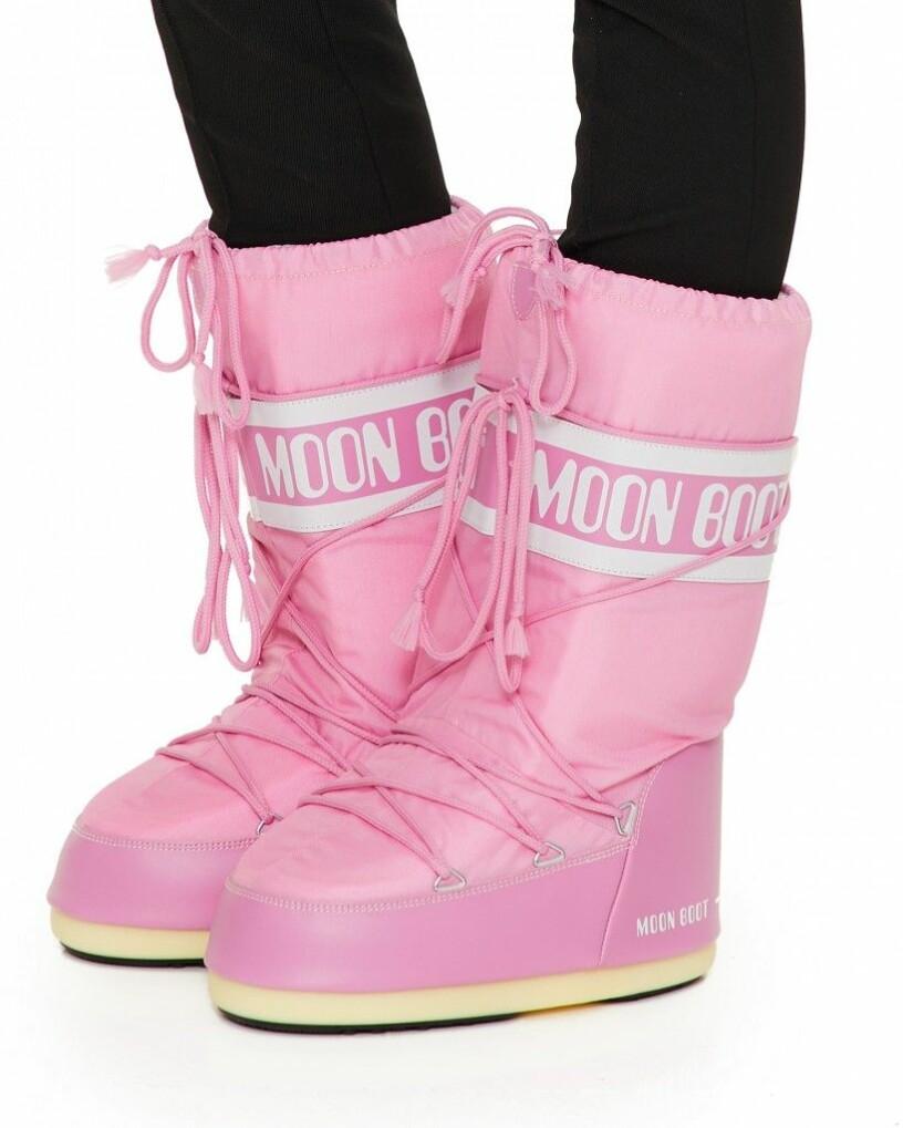 Rosa moon boots.