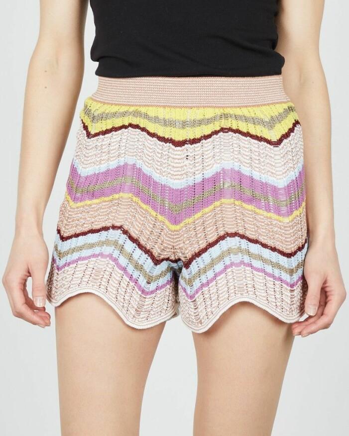 stickade shorts i M Missonis signaturmönster