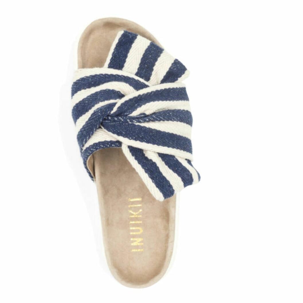 Randiga sandaler från Inuikii