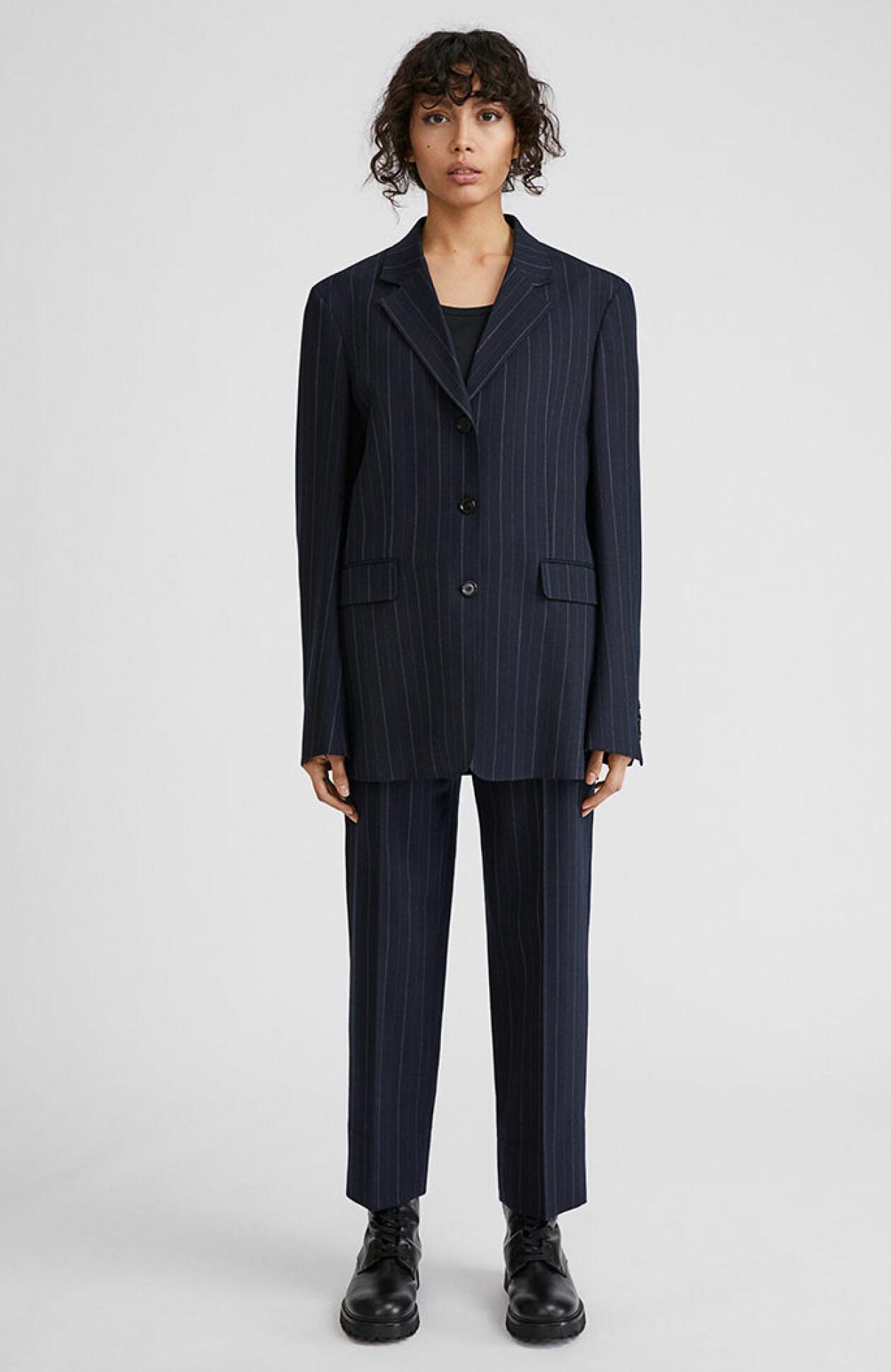 randigt-kostymset-filippak
