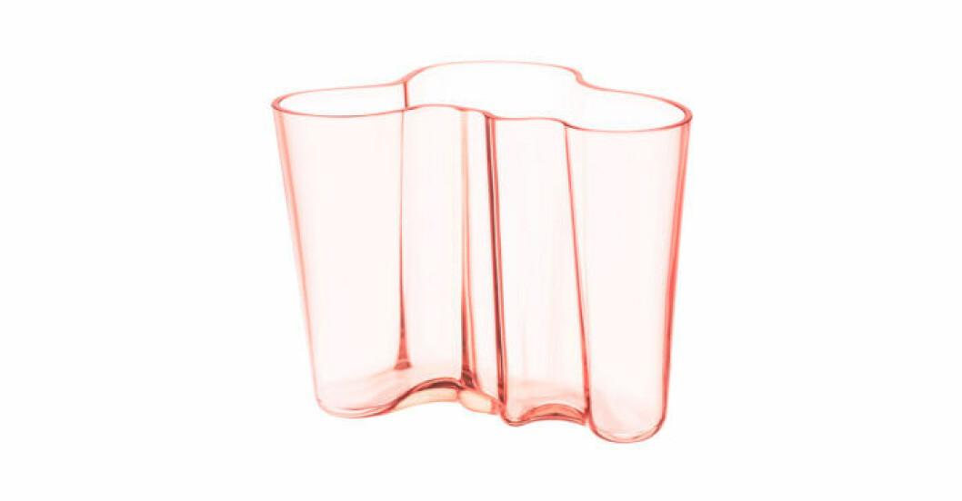Alvar Aaltos ikoniska vas för Iittala – här i rosa