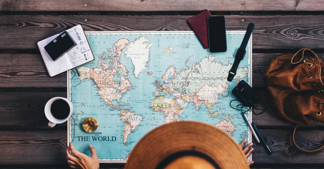 Kvinna planerar resa