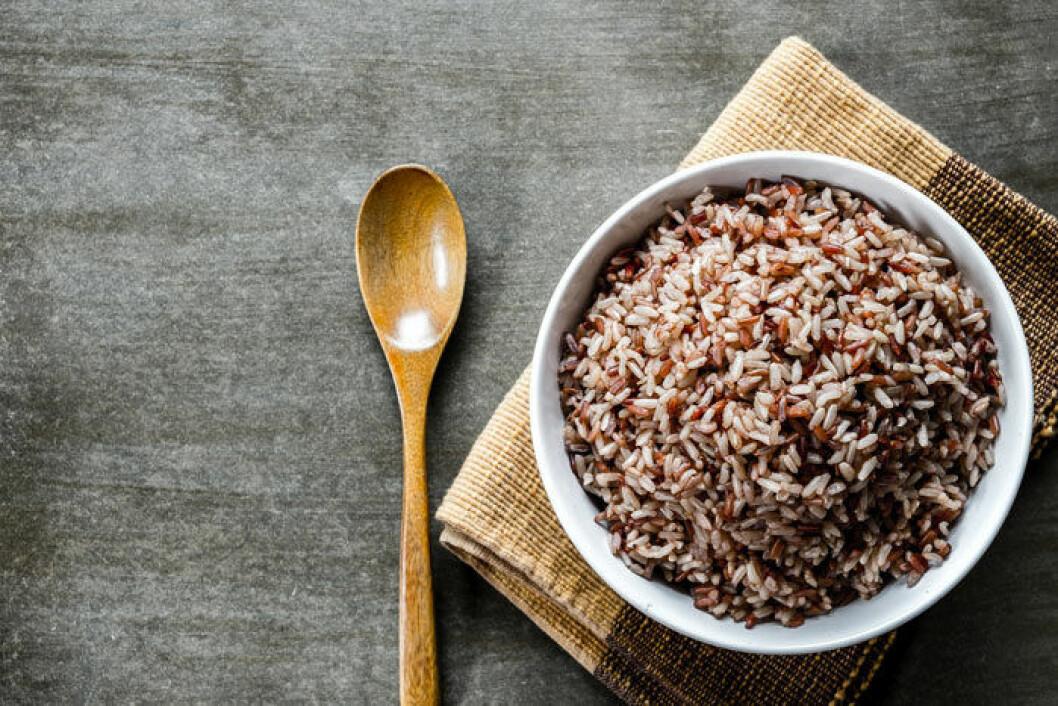 Spara tid genom att koka mycket ris och frys in det du inte använder direkt.