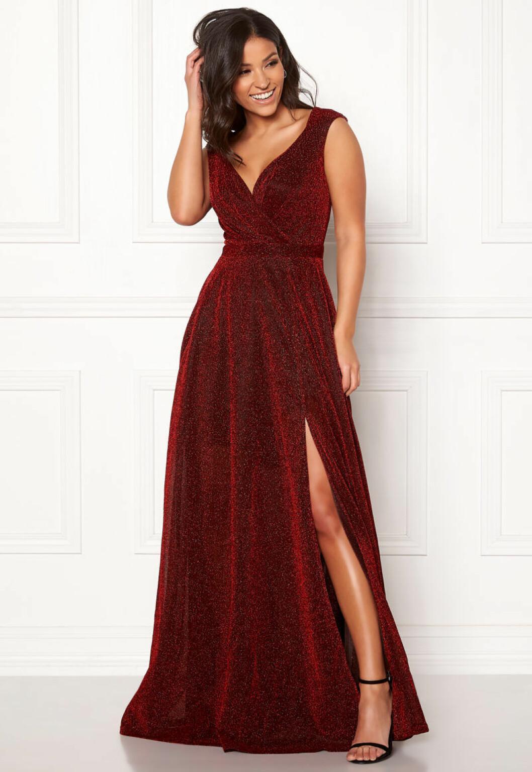 Röd glittrig klänning