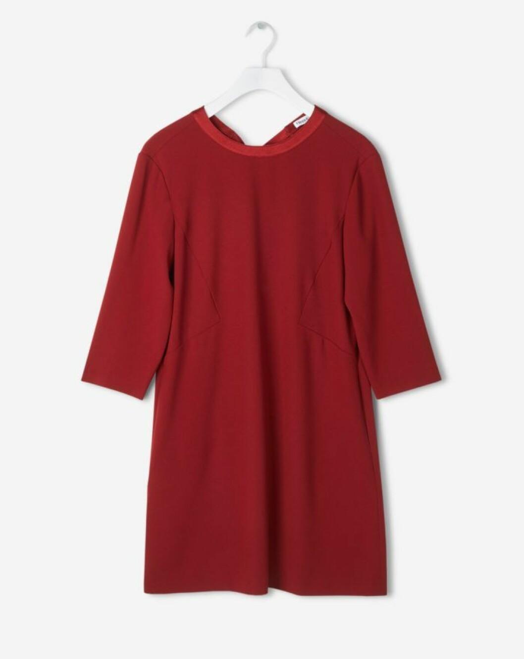 röd klänning med knytband i nacken från Filippa K