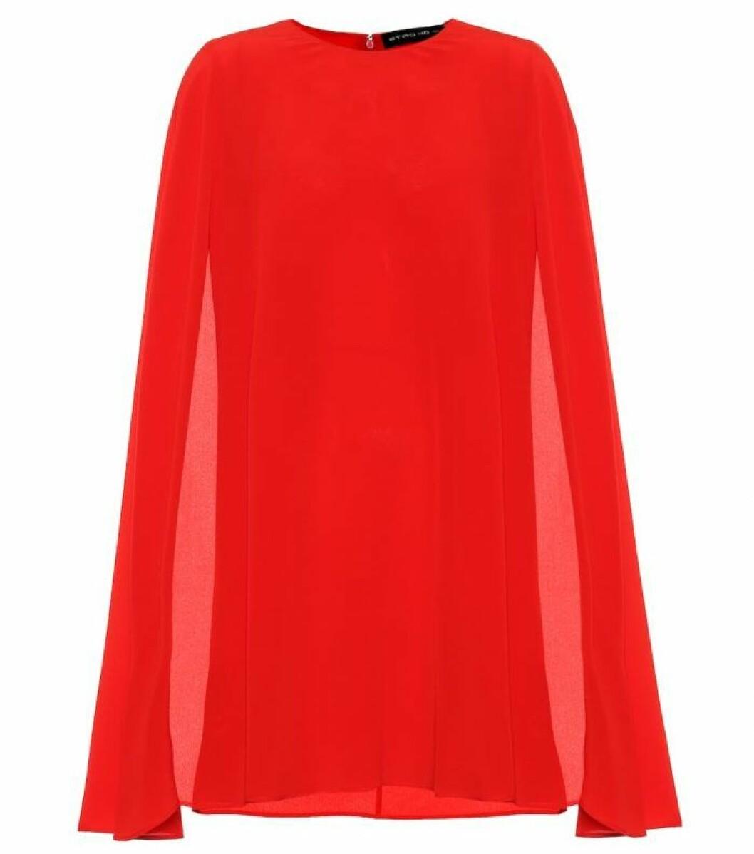 Röd tröja med cape