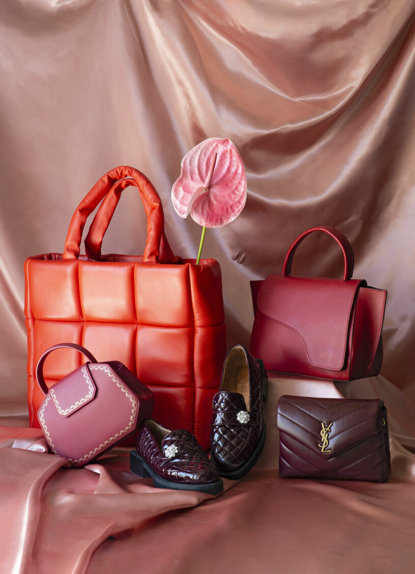 Roda skor och väskor från Stand studio, Atp atelier, Cartier och loafers från Ganni.