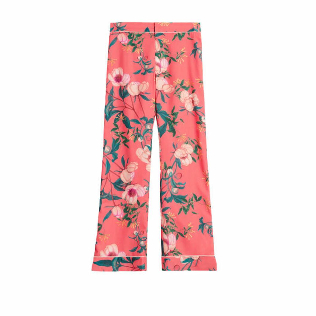 Rosa byxor med blommor