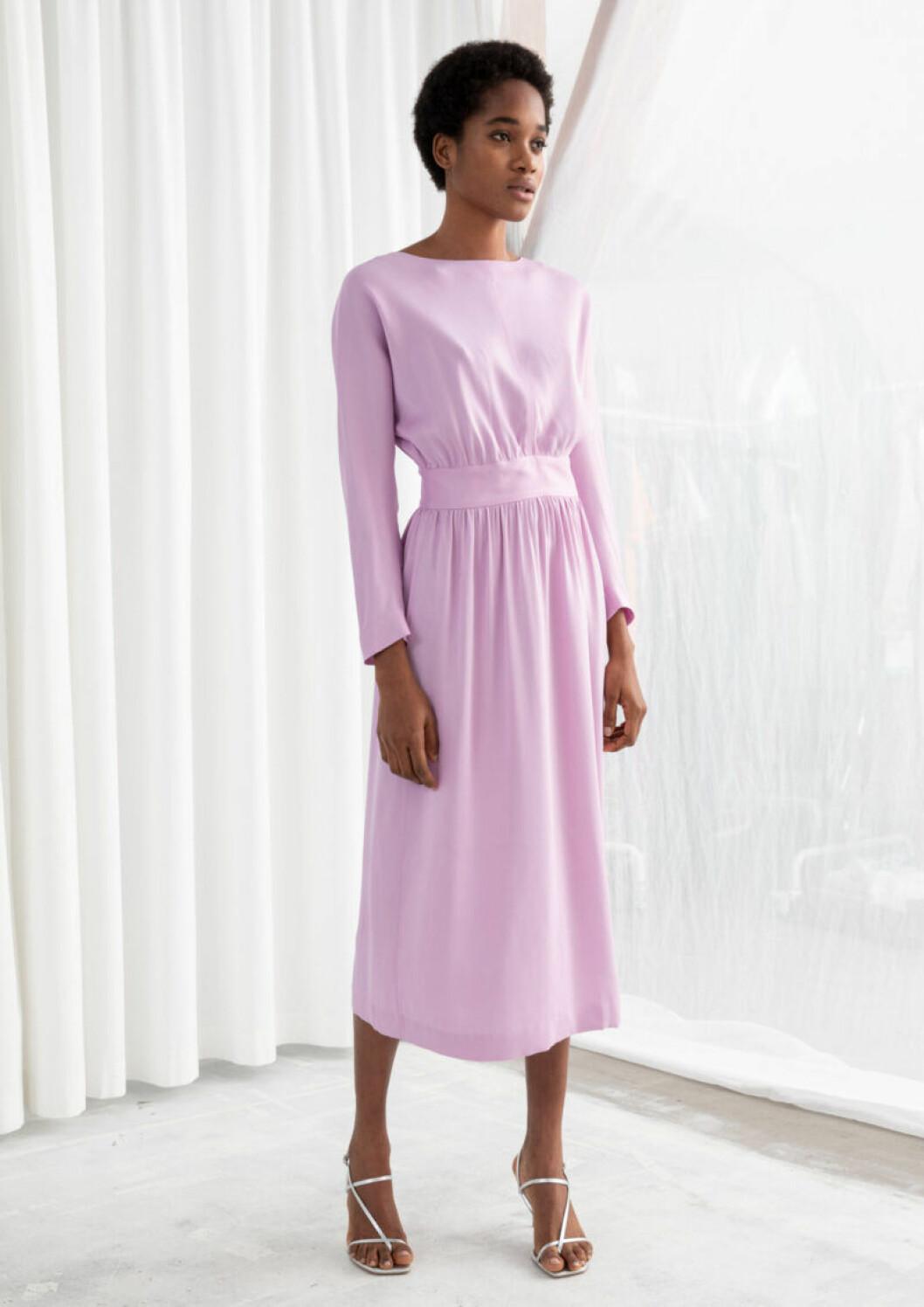 Klädkod kostym med rosa klänning