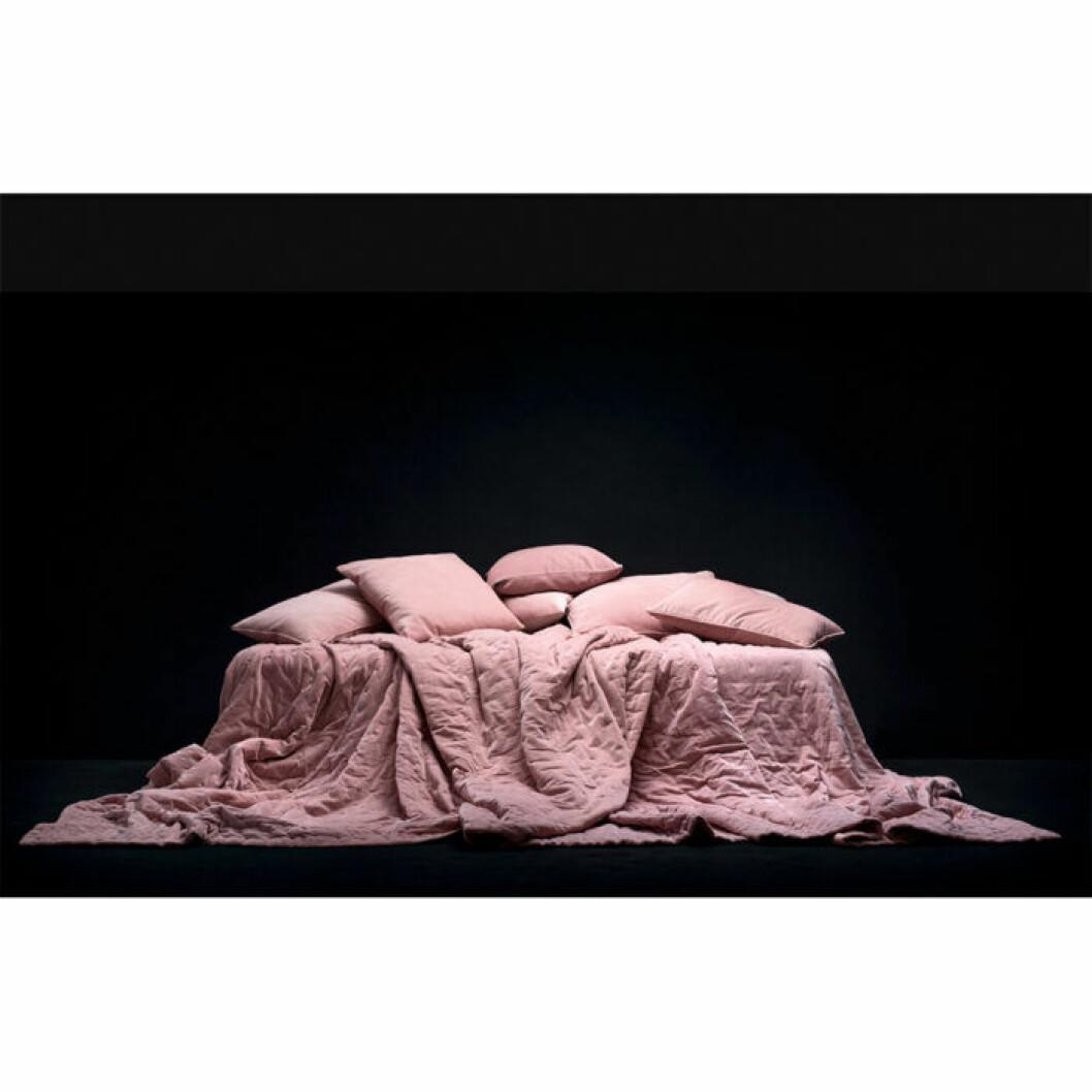 överkast i dusty pink från Linum