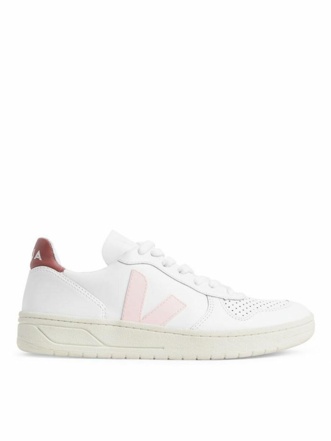 Rosa sneakers från Veja