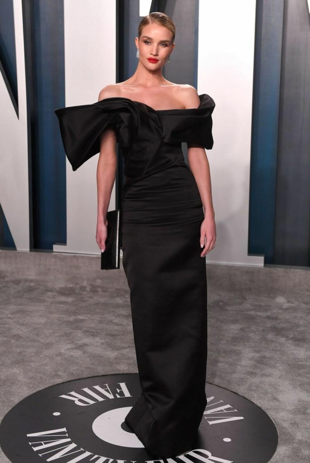 Rosie Huntington Whiteley i svart klänning