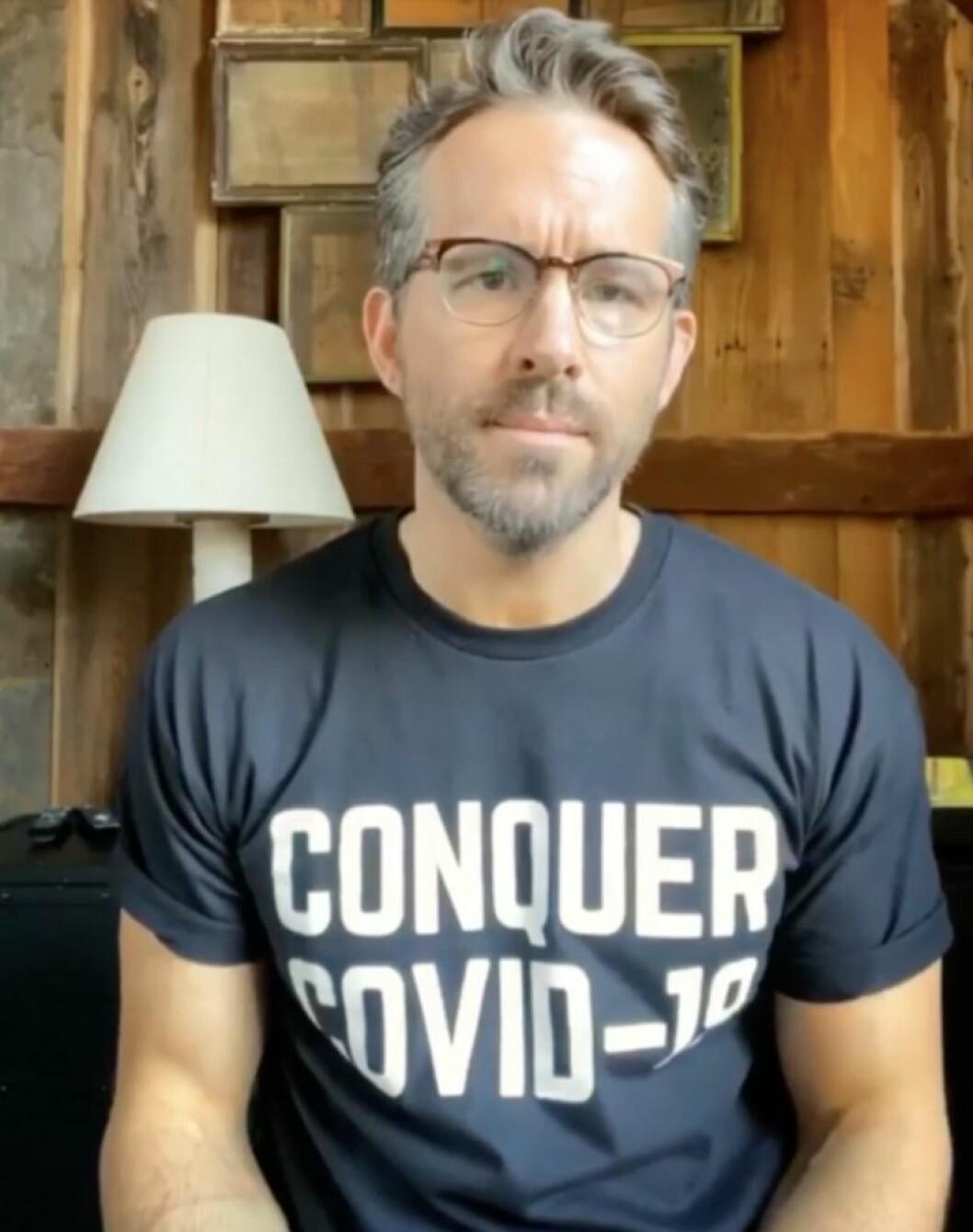 Ryan Reynolds i glasögon och skägg