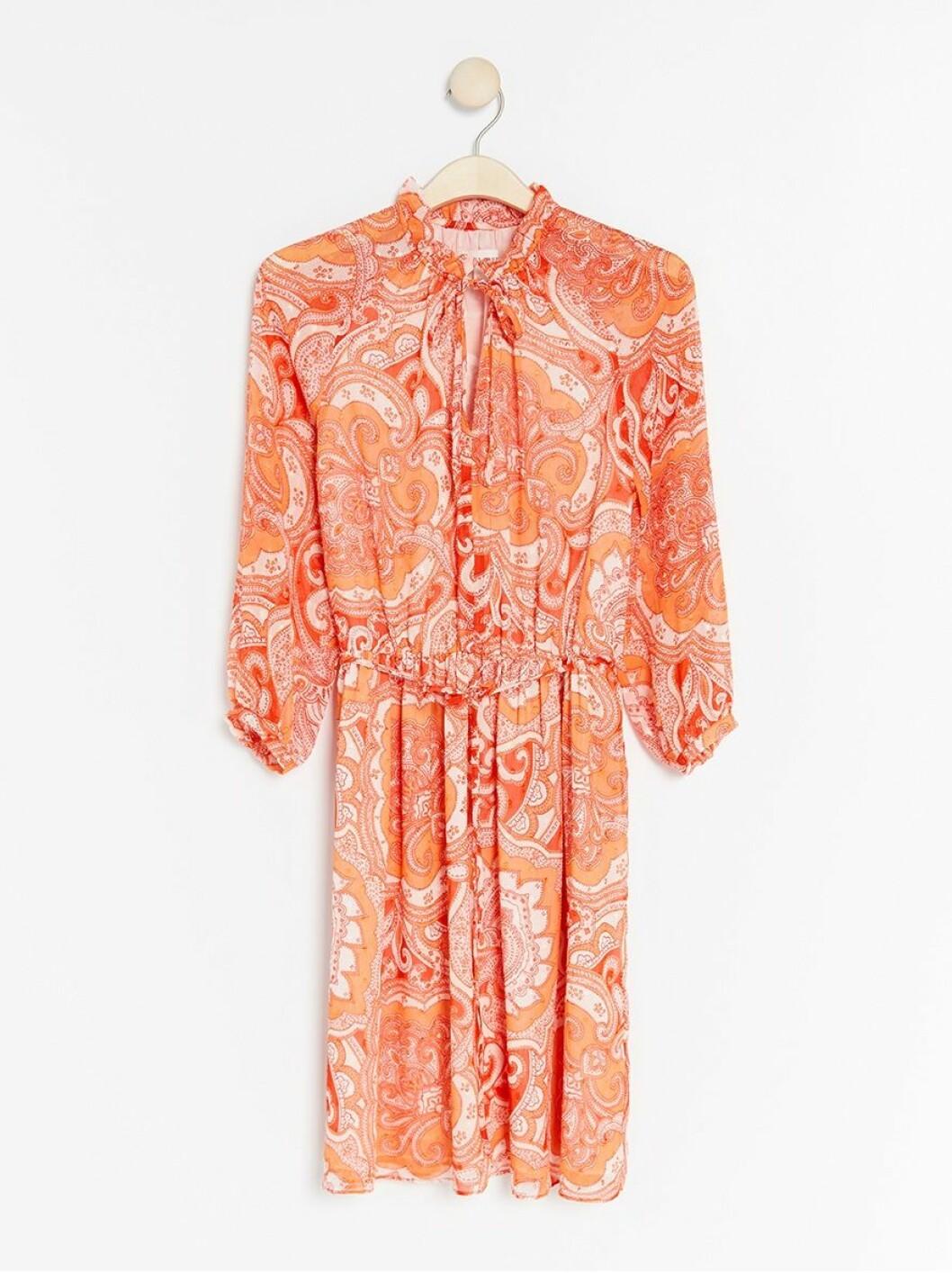 paisleymönstrad klänning lindex