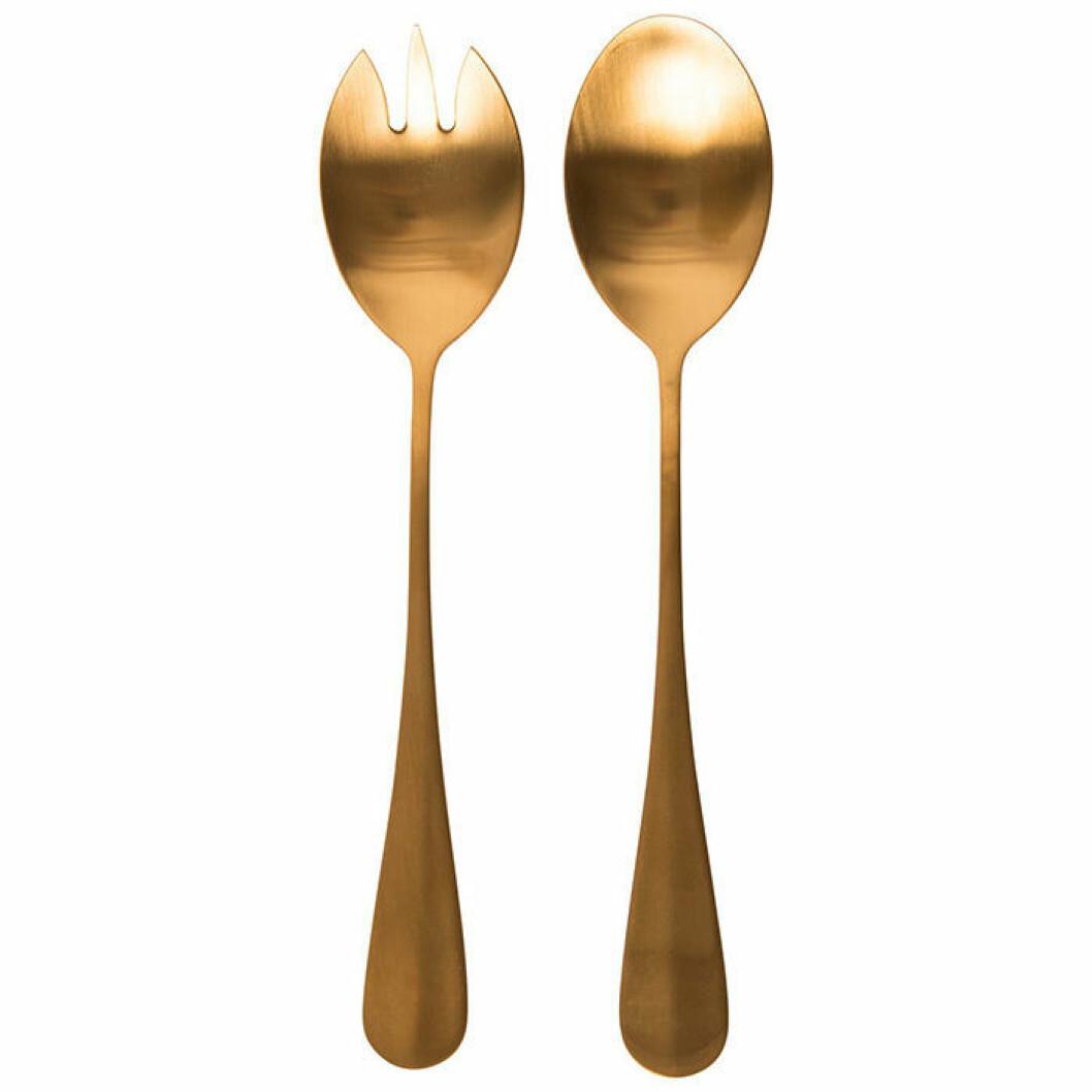 Guldfärgade salladsbestick från Lagerhaus sätter guldkant på middagen
