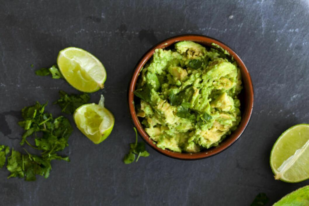 Salladsröra av avokado och lime.