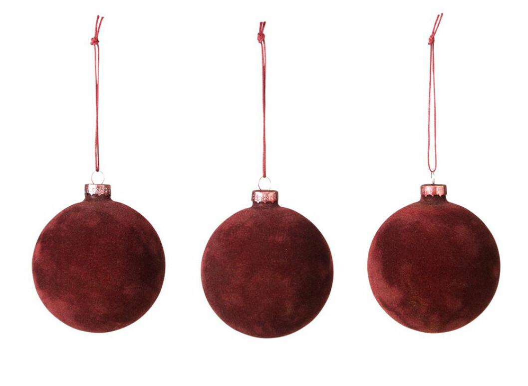 Julgranskulor i röd sammet från Broste Copenhagen