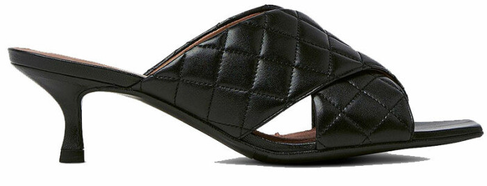 Svarta sandaletter billi bi