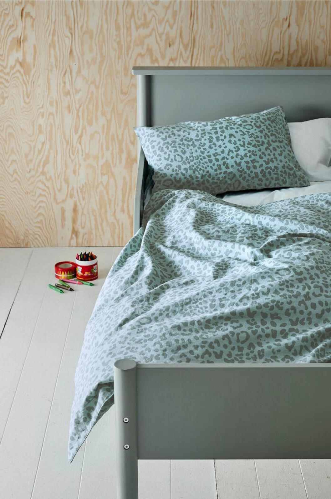 sängkläder i turkos leopard för barn