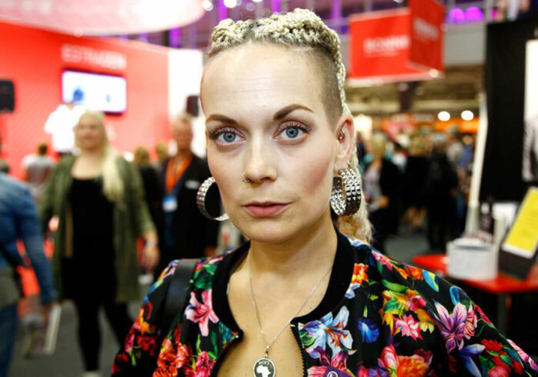 En bild på skådespelerskan och programledaren Sanna Bråding.