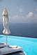Poolläge med havsutsikt i byn Oia på Santorini.
