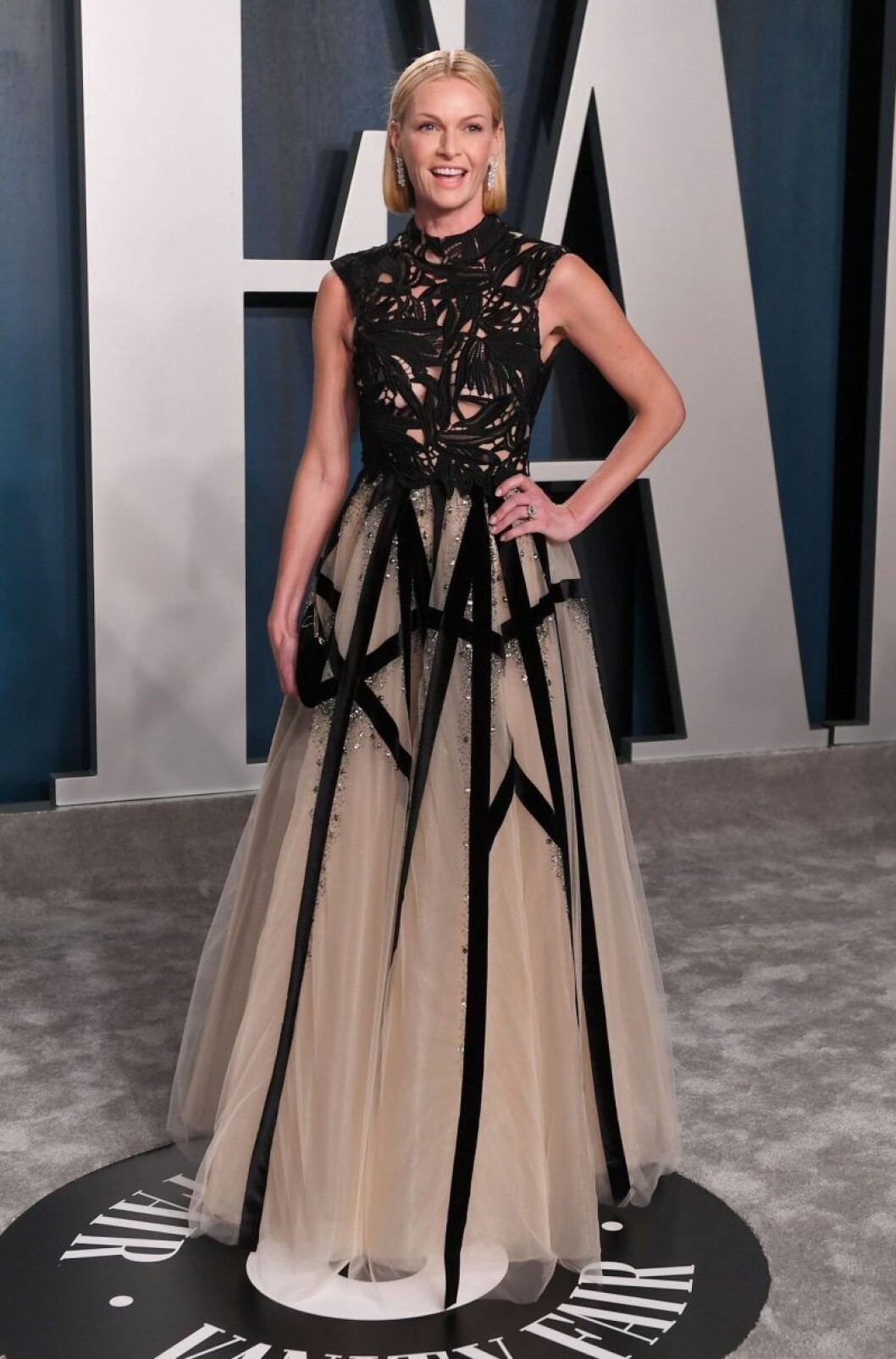 Sarah Murdoch i klänning