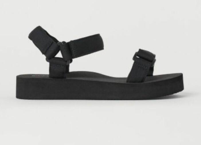 Svarta sandaler med kardborreband. Sandaler från H&M.