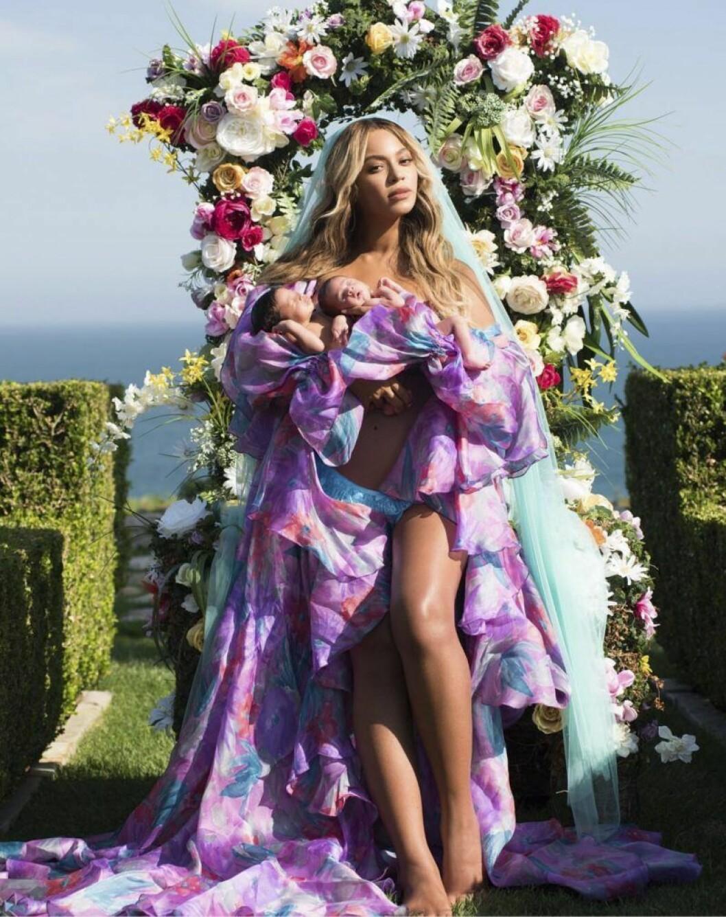 Beyoncé med tvillingarna Rumi och Sir.