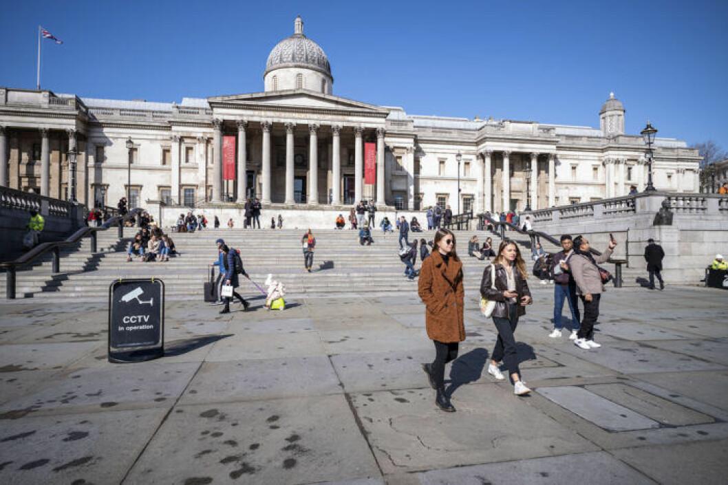 Trafalgar square i London.