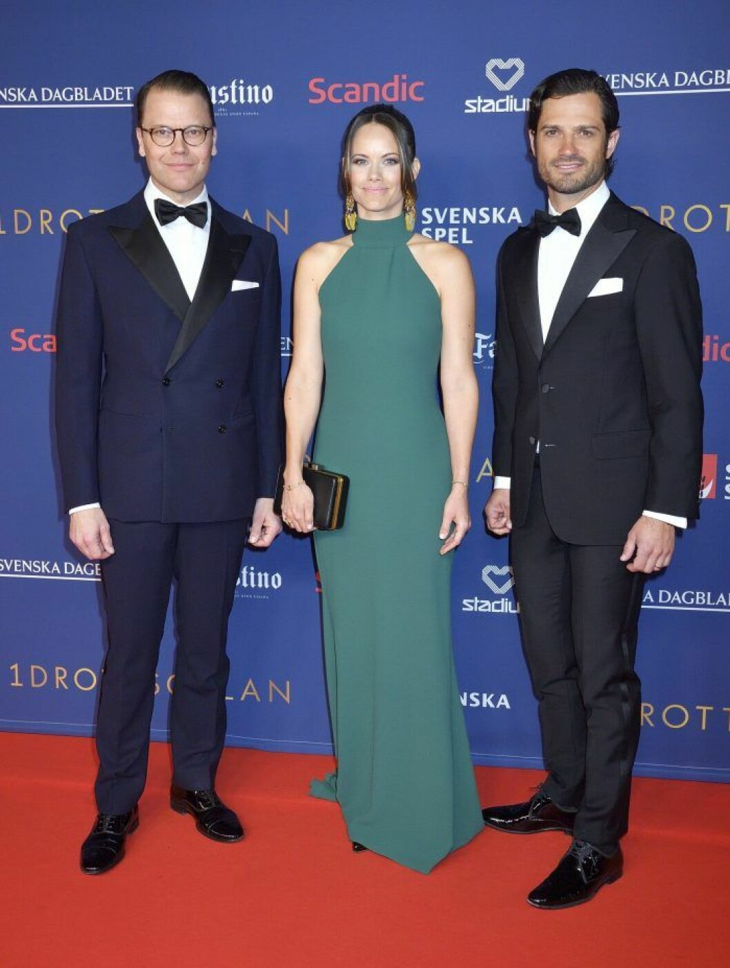 Prins Daniel, prinsessan Sofia och prins Carl Philip på röda mattan under Idrottsgalan.