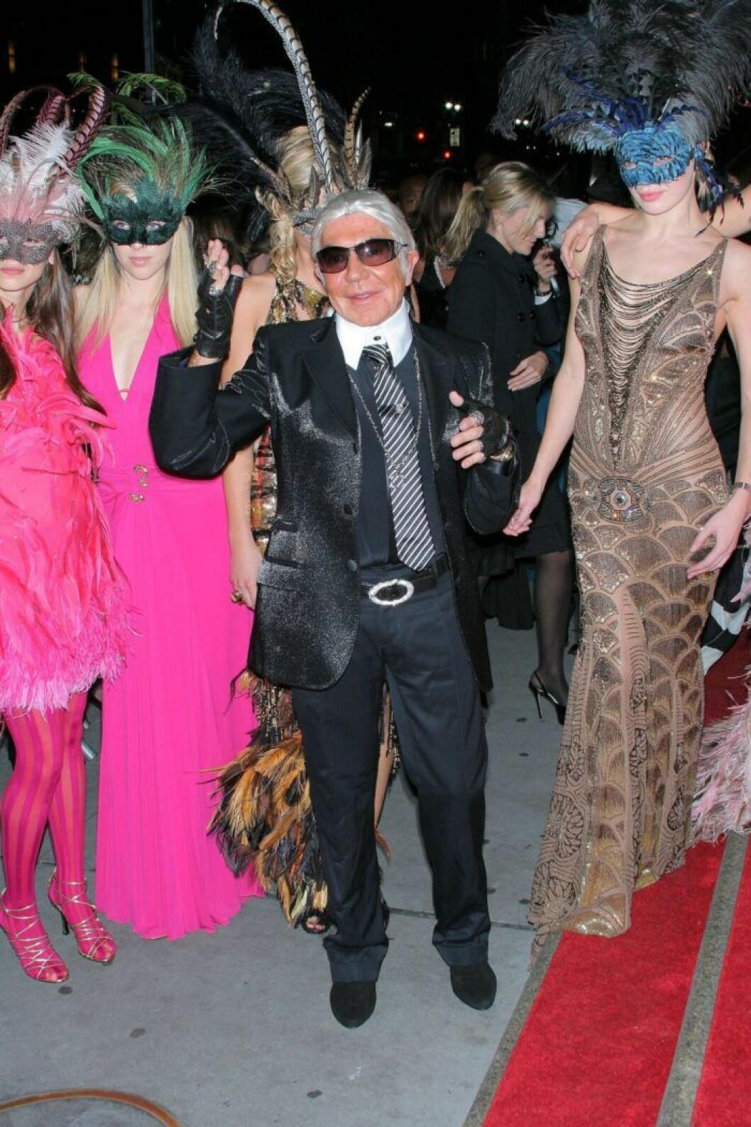 Roberto Cavalli som Karl Lagerfeld.