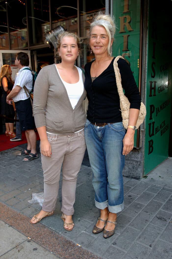 Ewa Fröling med yngsta dottern Mira.