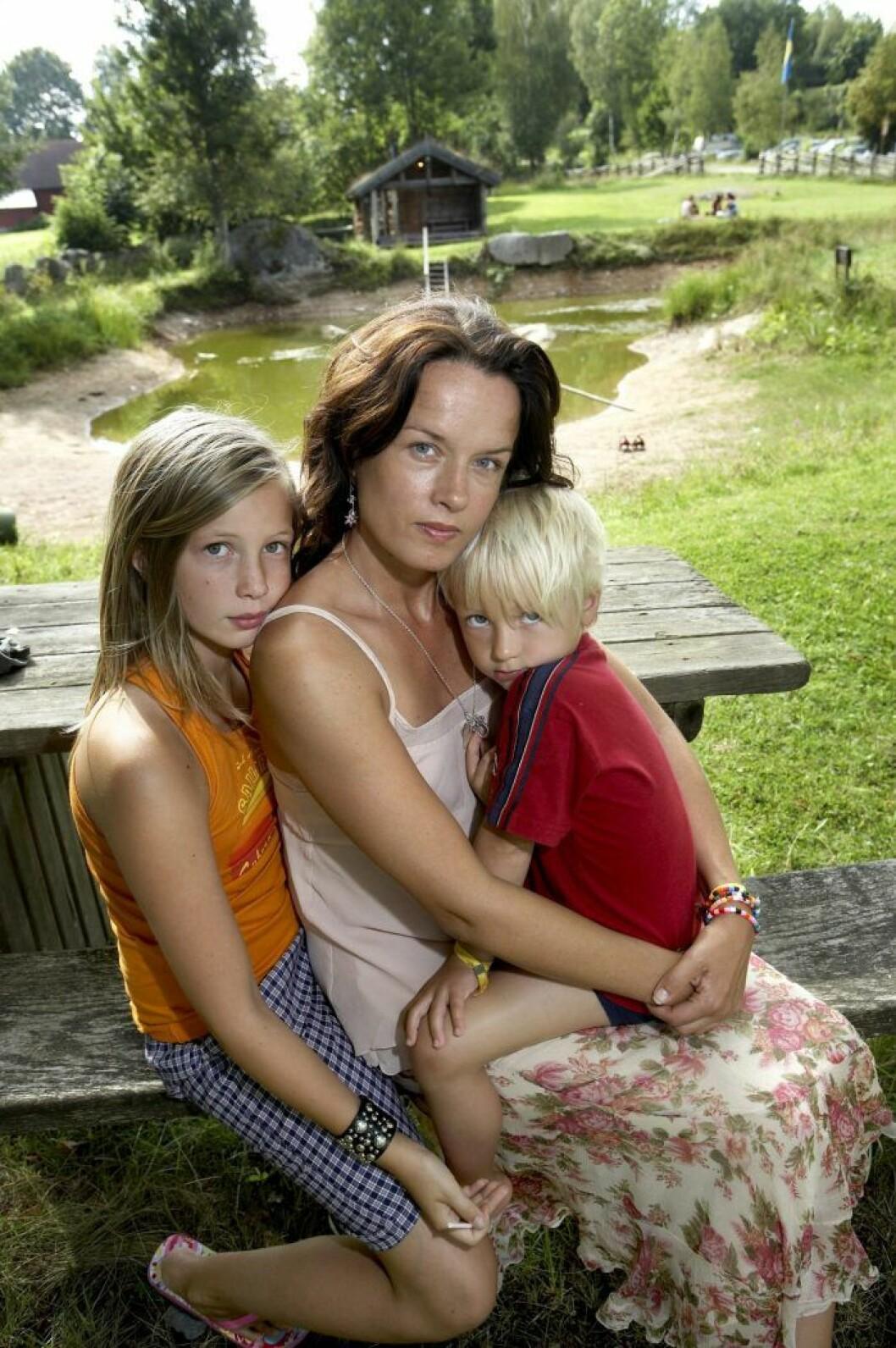 Malin Berghagen med barnen Linn och Isak