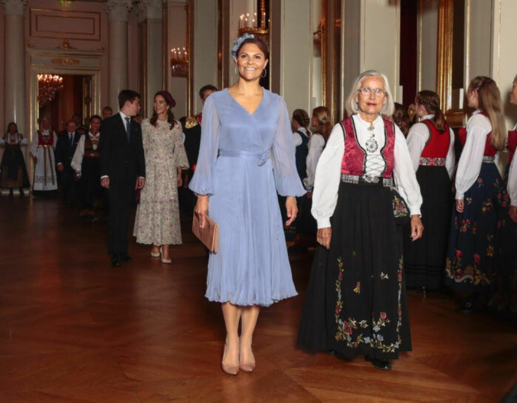 Victoria tillsammans med Mette Marits mamma Marit Tjessem.
