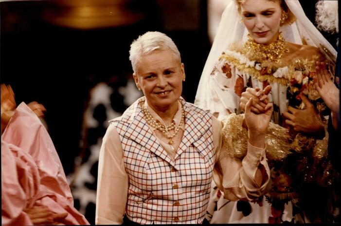 Vivienne Westwood i en snygg väst med skjorta under