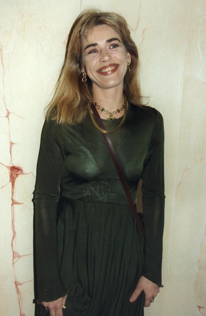 Ewa Fröling i grön klänning.