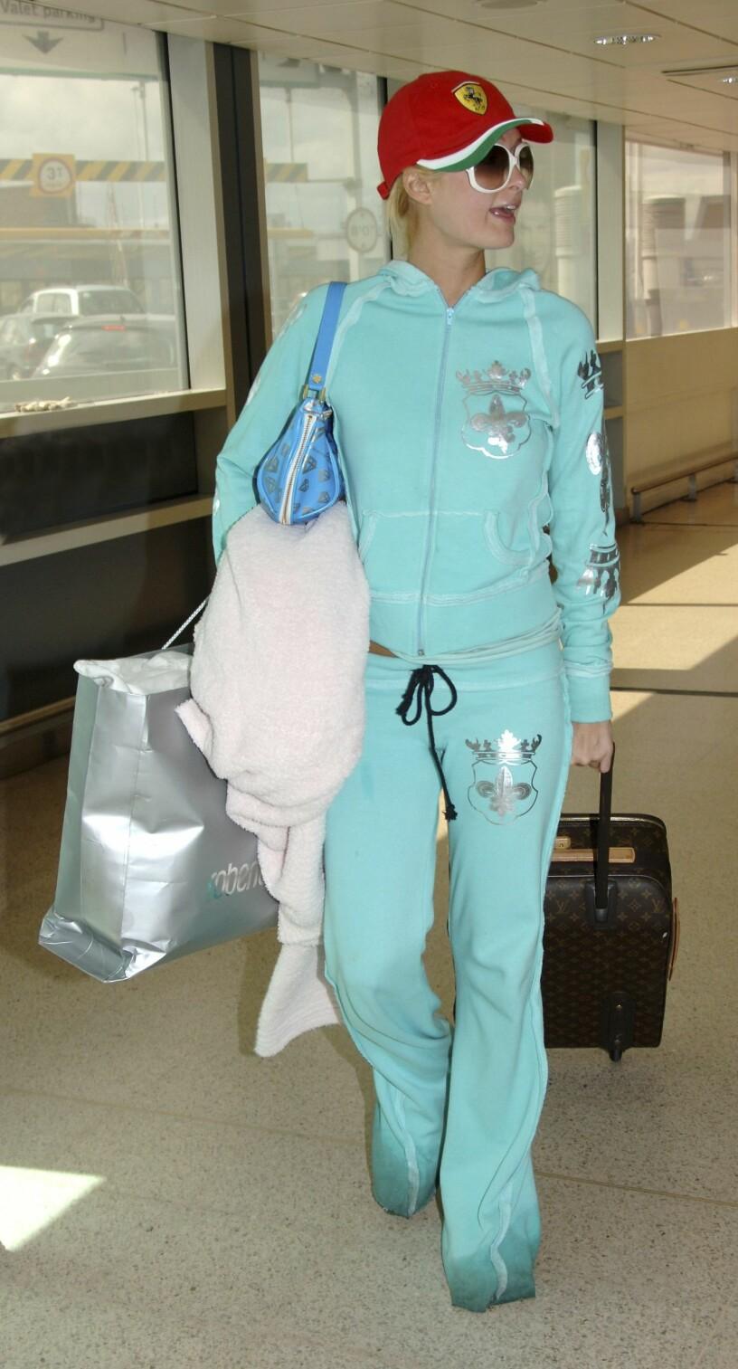Paris Hilton iförd mysdress.